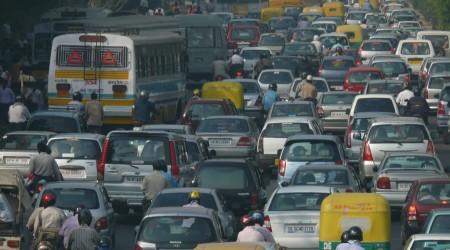 インドの首都デリーの交通渋滞