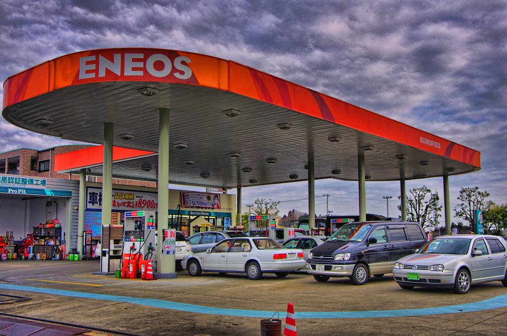 ガソリンスタンドの顧客満足度調査。フルサービス店1位は「エネオス」セルフ店1位は「Esso」の結果に