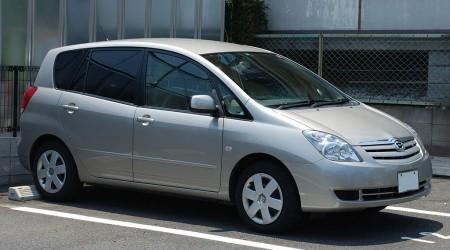 2代目トヨタ「カローラスパシオ」