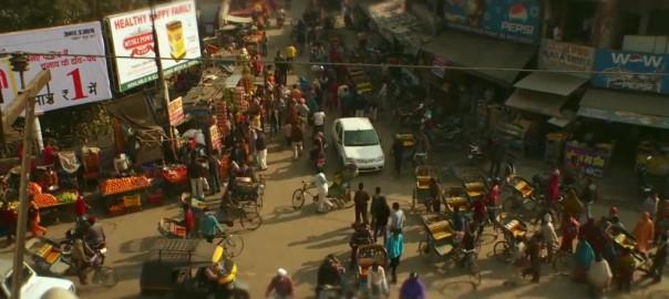 車道も歩道も車線もないインドの交通事情がひどい