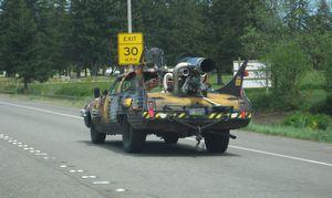 変な車-04