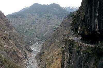 チベットのとんでもない道路