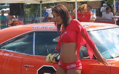 洗車してくれる美女たち-8