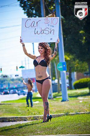 水着で洗車する女の子-15