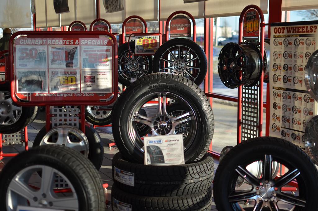 タイヤを買うなら月末のガソリンスタンドがお奨め!?仕入れより安い値段でタイヤを売る不思議なスタンド