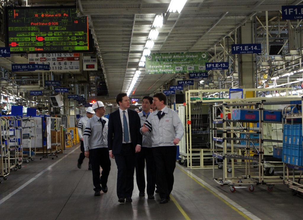 円高で自動車メーカーの国内生産拠点が減っていく、日本はどうなってしまうのでしょうか?