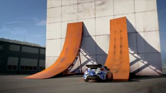 重力完全無視!垂直の壁でチョロQのごとく登って180度ターンを決めるドリフトカーの動画